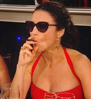 Julia Louis Dreyfus vaping